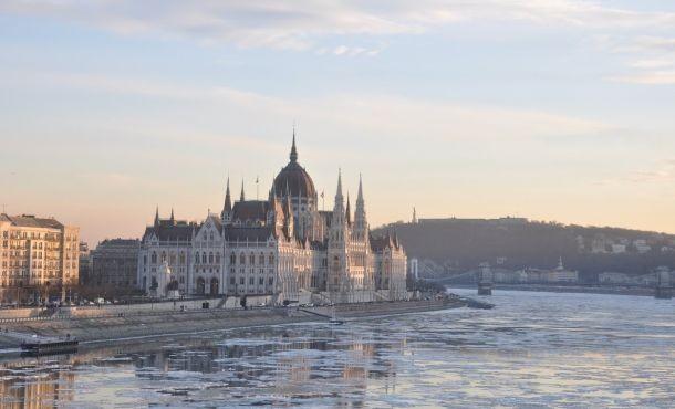 Βουδαπέστη Βιέννη Μπρατισλάβα οδικό-αεροπορικώς
